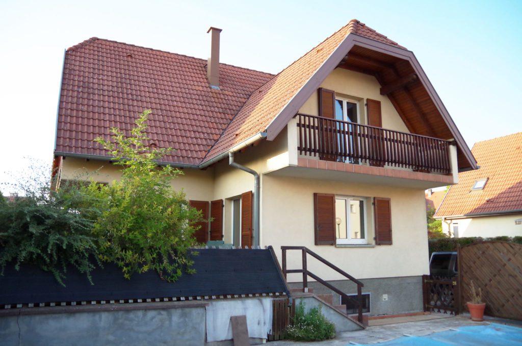 gem tliches haus mit schwimmbad und gro er garage in wolfisheim frankreich immo k. Black Bedroom Furniture Sets. Home Design Ideas