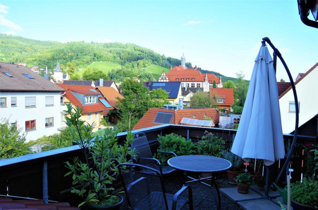 angenehme 3 zimmer dachgeschoss wohnung mit dachboden toller terrasse und ausblick immo k. Black Bedroom Furniture Sets. Home Design Ideas